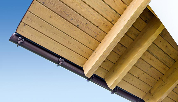 подшивка крыши деревом фото